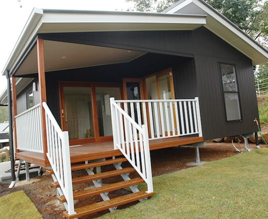 hoek_modular_homes_sloping_modular_homes_brisbane_class_timber_black