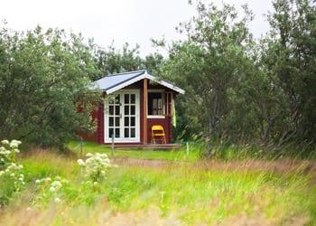hoek_modular_homes_backyard_cabin_retreat.jpg