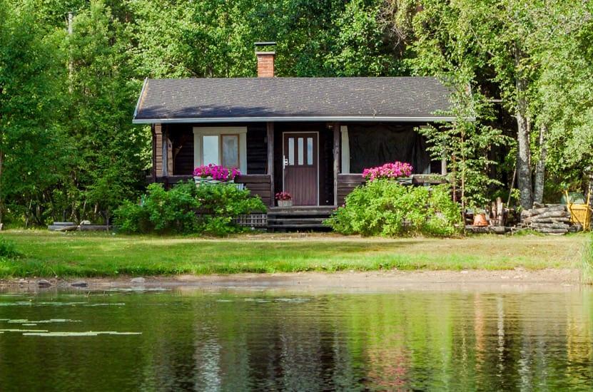 hoek_modular_homes_small_home_trend_house_on_lake.jpg