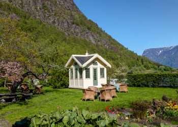 hoek_modular_homes_small_home_trend_house_home_in_mountains.jpg